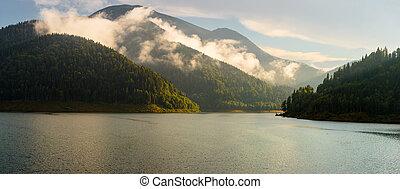 lago, en las montañas, en, ocaso