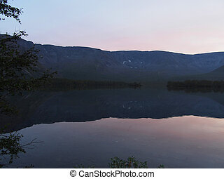 lago, en las montañas