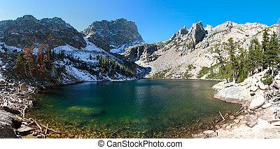 lago esmeralda, en, montañas rocosas parque nacional, co