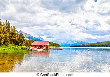 lago maligne, in, jasper parco nazionale, in, alberta canada