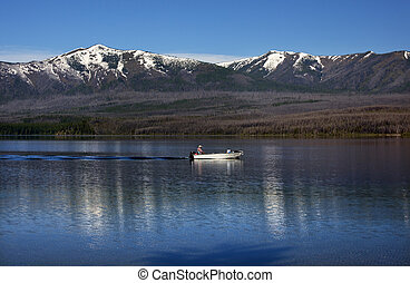 lago mcdonald, barco de pesca, parque nacional del glaciar, montana