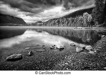 lago mcdonald, en, un, día nublado