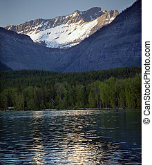 lago mcdonald, nieve, montaña, parque nacional del glaciar