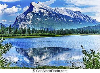 lago minnewanka, monte, inglismaldie, banff parco nazionale, alberta canada
