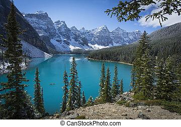 lago moraine, com, canoa, em, parque nacional banff