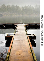 lago, muelle, y, niebla