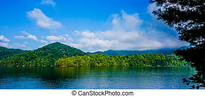 lago, santeetlah, paisagem, em, grandes montanhas...