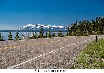 lago yellowstone, autostrada