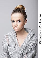 laine, gris, cardigan, jeune, studio, femme, portrait