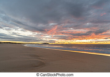 lakatlan, tengerpart, -ban, napkelte