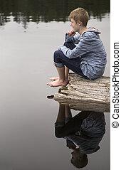 lake., αγόρι , εφηβικής ηλικίας , κούτσουρο , κάθονται