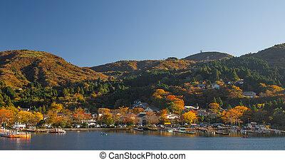 lake ashinoko in full autumn glory