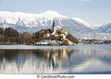 Lake Bled with castle behind, Bled, Slovenia - Lake Bled ...