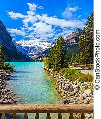 Lake embankment - Glacial Lake Louise in Banff Park in...