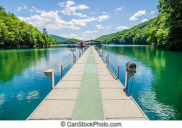 Lake fontana boats and ramp in great smoky mountains nc