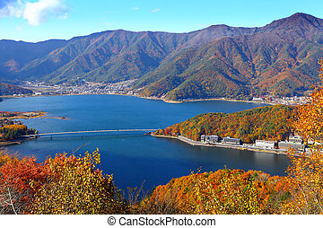 Lake kawaguchiko in Autumn