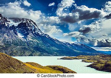 Lake Pehoe between rocks Los Kuernos