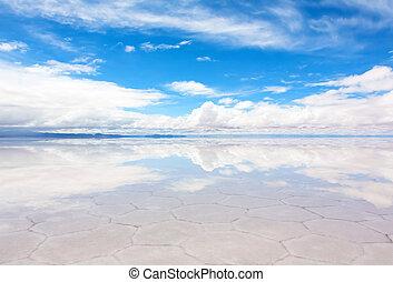 Lake Salar de Uyuni, Bolivia - Panorama of the reflecting ...
