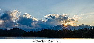 lake santeetlah in great smoky mountains north carolina - ...