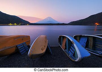 Lake Shojiko with Mt.Fuji in morning, Yamanashi, Japan.
