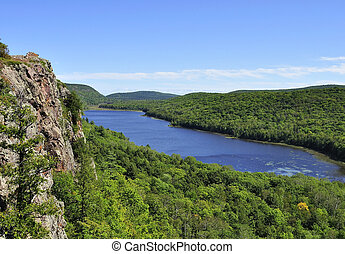 lake view - The Lake of the clouds in the Porcupine ...