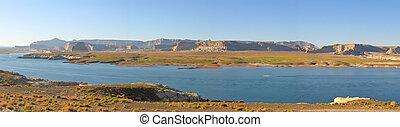 Lake with flat mountains, Lake Powel National Park, United...