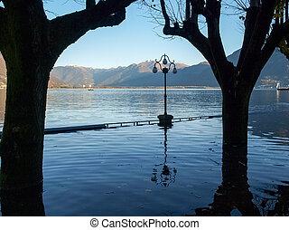 lakefront, locarno, zatapiany