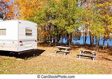 lakeshore, campingbus, campingplatz, wald, herbst, camped