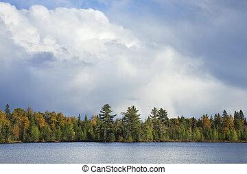 lakeshore, wolkenhimmel, nördlich , farbe, minnesota, herbst, unterhalb, dramatisch