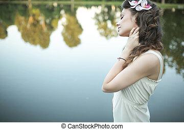 lakeside, portrait, femme relâche