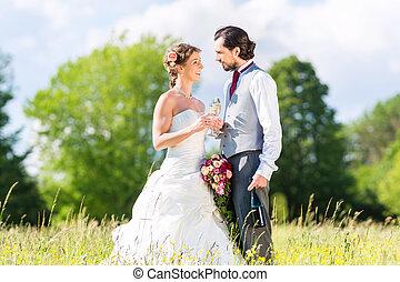 lakodalmi, pár, ünnepel, esküvő nap, noha, pezsgő