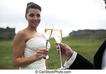 lakodalmi, párosít, csörgés szemüveg, közül, pezsgő