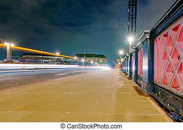 lambeth most, w nocy