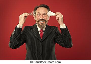 lamp., energy., あなたの, 力, 電気, outfit., saving., ランプ, スーツ, ひげ, あごひげを生やしている, on., ビジネス, 脳, 把握, inspiration., 人, 調査ライト, 回転, 成長した, ビジネスマン, マレ, bulb.