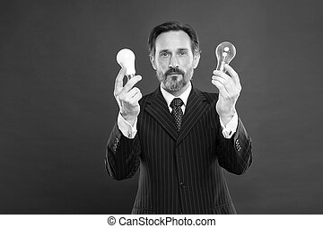 lamp., energy., possedere, potere, elettricità, outfit., saving., lampada, completo, barba, barbuto, affari, presa, inspiration., uomo, luce ricerca, idea., maturo, uomo affari, maschio, bulb.