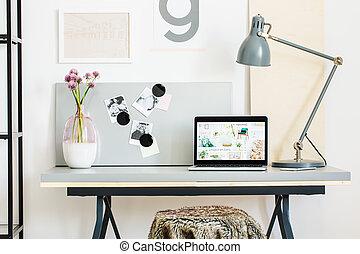 Icke gamla Dekoration, ren, träd, lampa, skrivbord. OM-52
