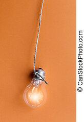 lampadina, ardendo, su, sfondo arancia