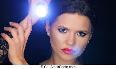 lampe électrique, diana, portrait, elle, mains