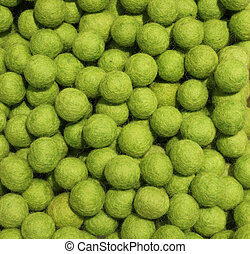 lana, pelotas, fondo verde