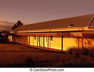 landbouwbedrijfhuis, zonopkomst