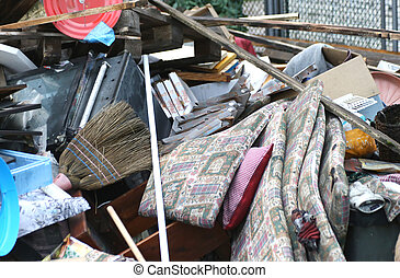 landfill, met, restafval, en, een, oud, stro, bezem