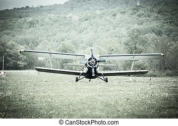 Landing of the old retro plane.