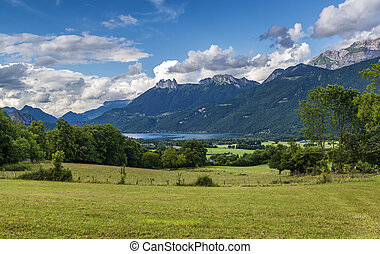Landscape in southern France with lake and rocky mountains around.
