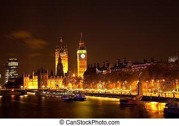 Big Ben along river Thames - Landscape of Big Ben along...