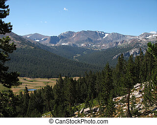 Yosemite high country - landscape view of the Yosemite high ...