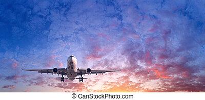 landschaftsbild, mit, passagier, motorflugzeug, gleichfalls, fliegendes, in, der, blauer himmel