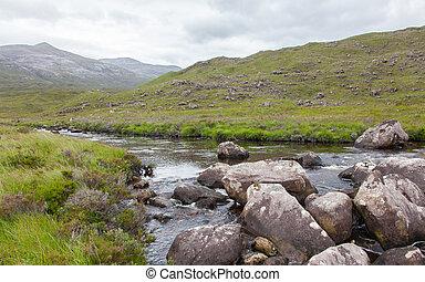 landschaftsbild, mit, wasserfall, bergen
