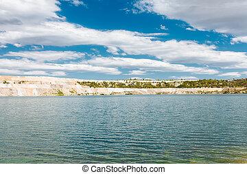 landschaftsbild, von, a, schöne , see, der, bucht, kleine insel, cluburlaub, bestimmungsort, gesättigt, farben