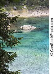 landschaftsbild, von, blauer see, in, der, berg