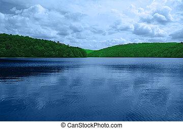 landskab, bestå, i, bjerge, og, lake., den, plitvice, søer,...